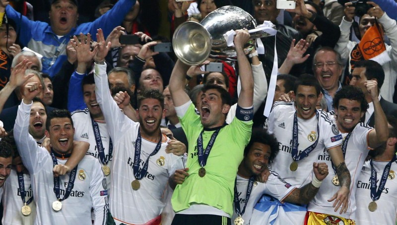 Iker Casillas raising the Champions League trophy, La Decima