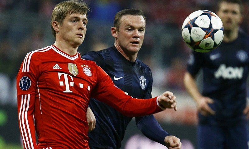 Toni Kroos and Rooney playing in Bayern Munich vs Manchester United