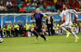 Arjen Robben sprint run vs Sergio Ramos, in Spain vs Netherlands at the FIFA World Cup 2014