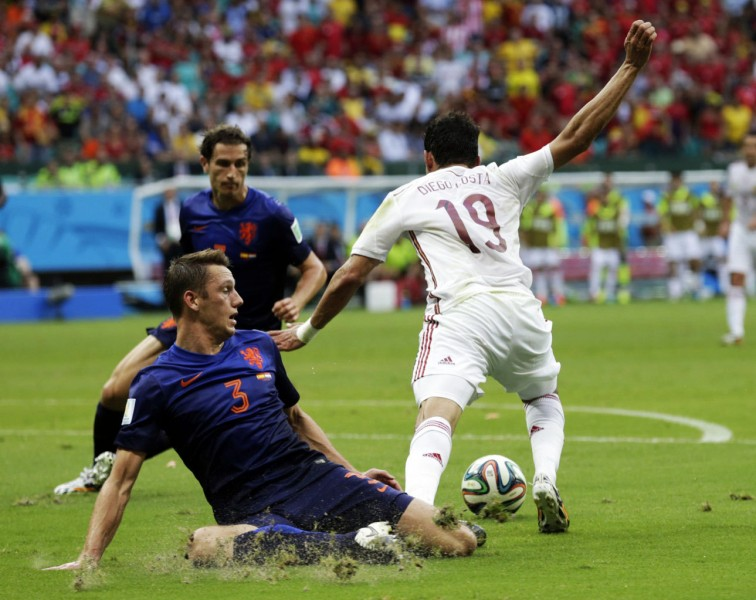 Diego Costa drawing a penalty-kick in Netherlands vs Spain, at the World Cup 2014