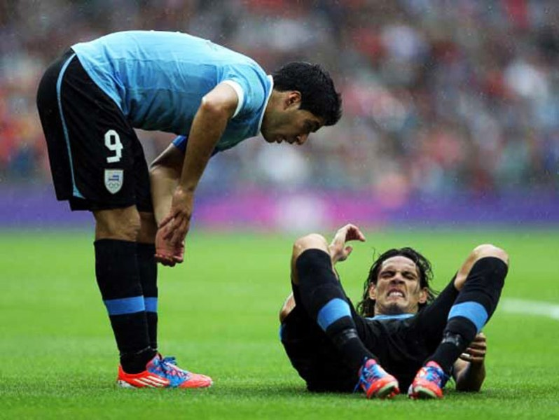 Luis Suarez checking on Cavani during a game for Uruguay