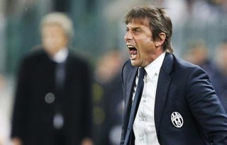 Antonio Conte angry with a referee decision