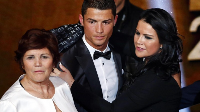 Cristiano Ronaldo next to his mother and sister