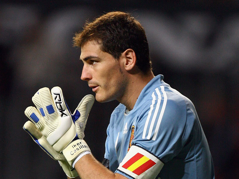 Iker Casillas praying in a football game
