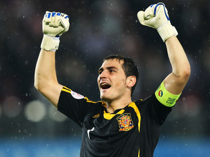 Iker Casillas raising his two arms in the air