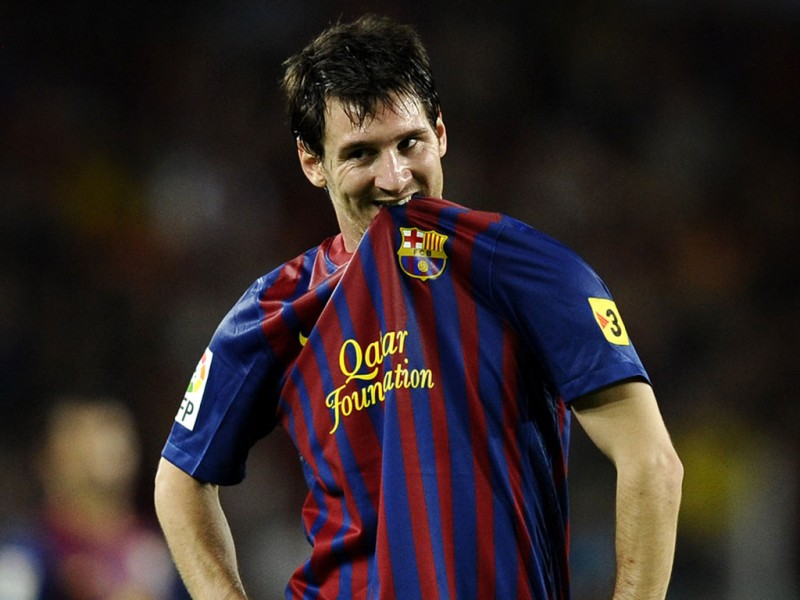 Lionel Messi biting his FC Barcelona jersey