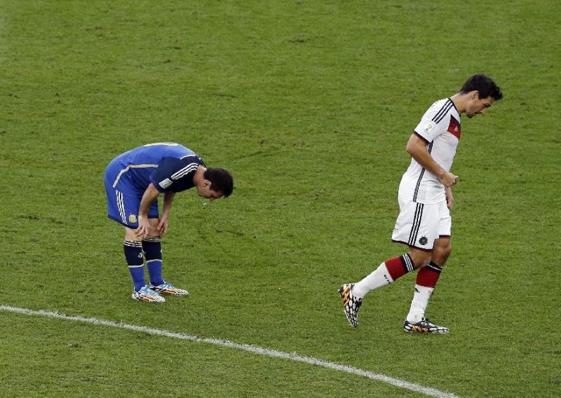 Lionel Messi vomiting in the FIFA World Cup 2014 final between Germany and Argentina