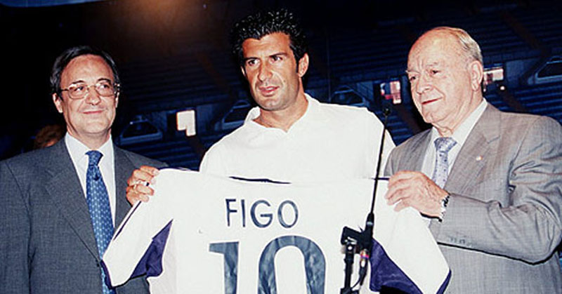 Luis Figo presented as a new Real Madrid player, together with Florentino Pérez and Di Stéfano in 2000
