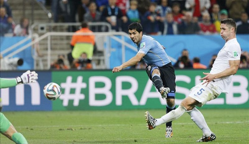 Luis Suarez scoring in Uruguay vs England, in the World Cup 2014