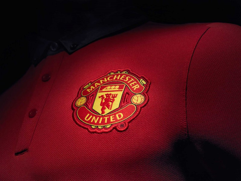 Manchester United crest logo in the jersey 2014-2015 wallpaper
