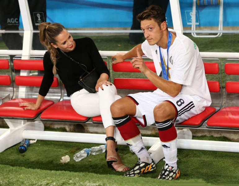 Mesut Ozil talking with his girlfriend in the World Cup 2014