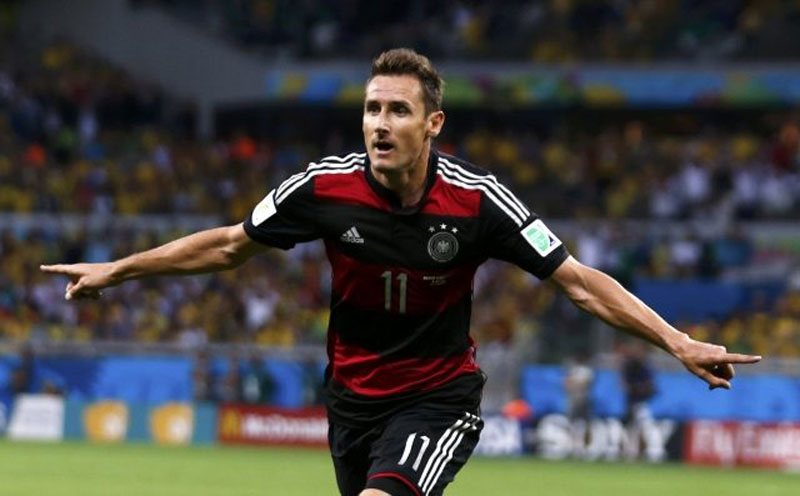 Miroslav Klose scoring his goal 16 in the World Cup, during Germany 7-1 win against Brazil