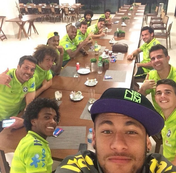 Neymar selfie with his Brazilian teammates