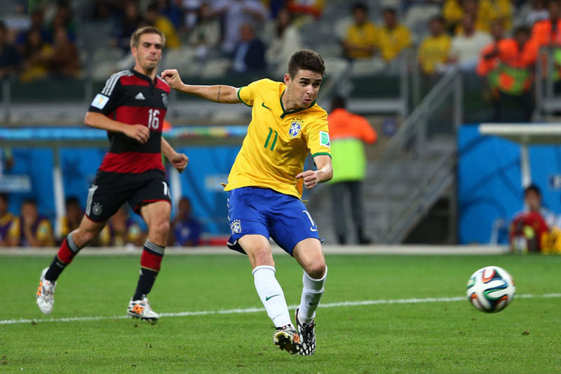 Óscar scoring Brazil's goal in the 1-7 loss against Germany, in the FIFA World Cup 2014