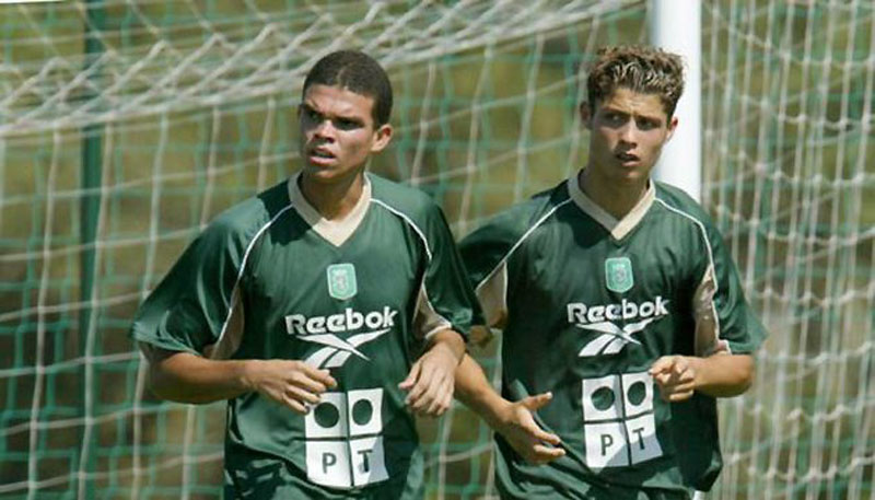 Pepe with hair, next to Ronaldo in Sporting, in 2002-2003