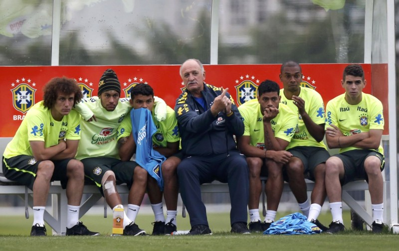 Luiz Felipe Scolari in Brazil training session