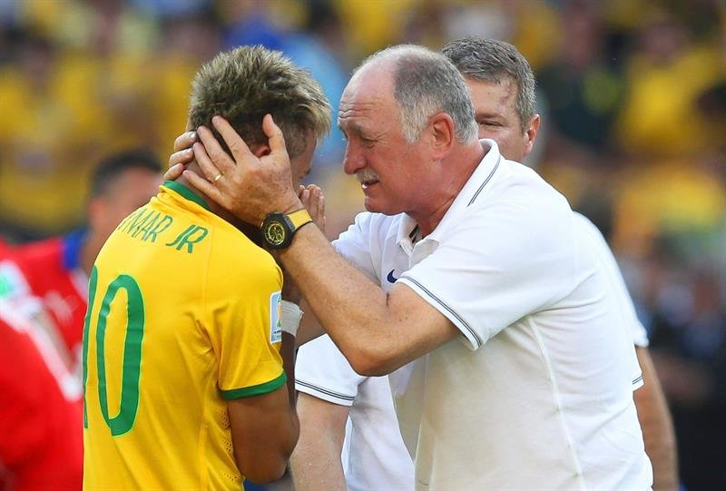 Scolari kissing Neymar in tears