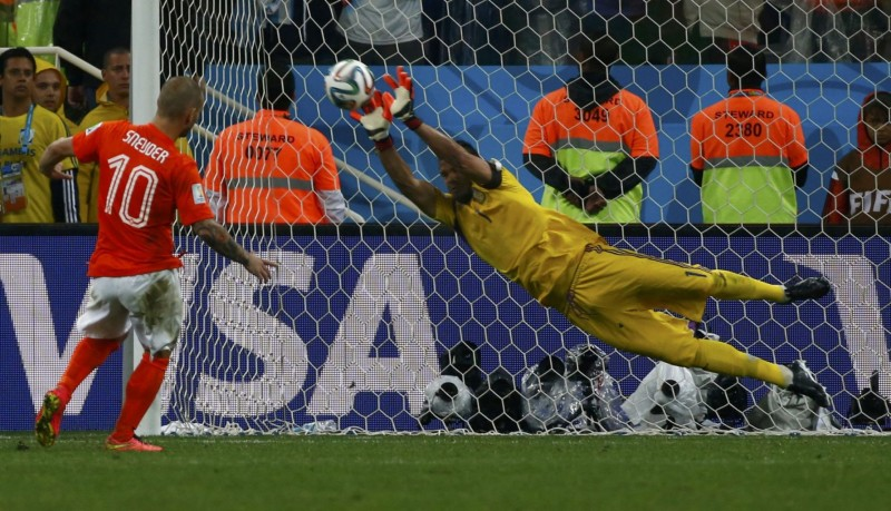 Sergio Romero stopping Sneijder penalty-kick, in the FIFA World Cup 2014