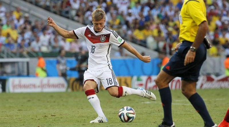 Toni Kroos passing skills in Germany