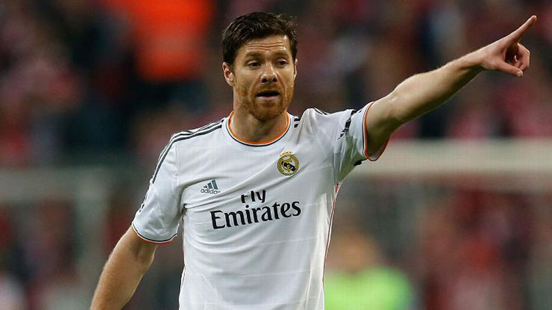 Xabi Alonso giving orders on the field of play