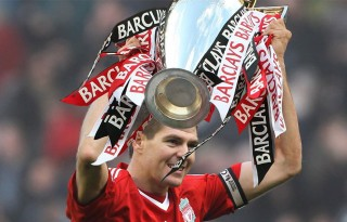 Steven Gerrard holding the Premier League title for Liverpool