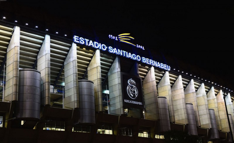 Santiago Bernabéu outside view, at night