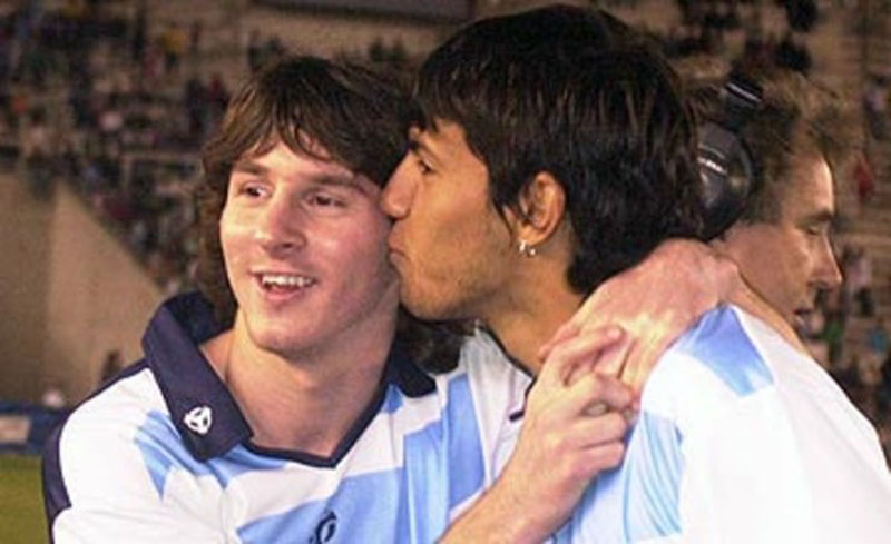 Aguero kissing Messi on the cheek
