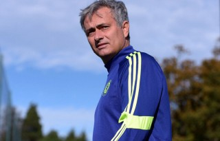 José Mourinho in a Chelsea FC training session