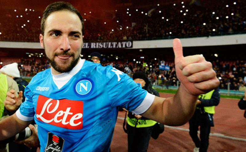 Gonzalo Higuaín thumbs up at the San Paolo stadium