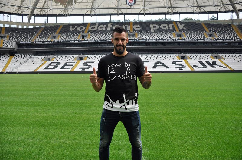 Álvaro Negredo is presented in Besiktas in 2017